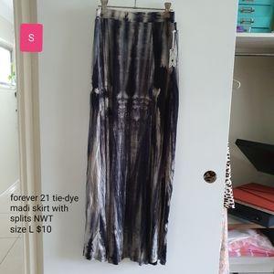 Tie-dye maxi skirt with splits, size L, NWT